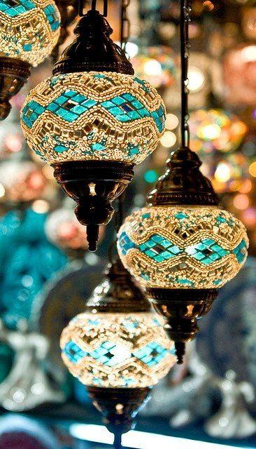 Lámparas idénticas en un candelabro